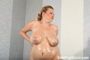 Angry chubby chicks with oiled body don' - Picture 2