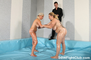 Angry chubby chicks with oiled body don' - Picture 4