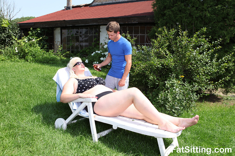 Dirty blonde fatty pressing guy's face with - XXX Dessert - Picture 1