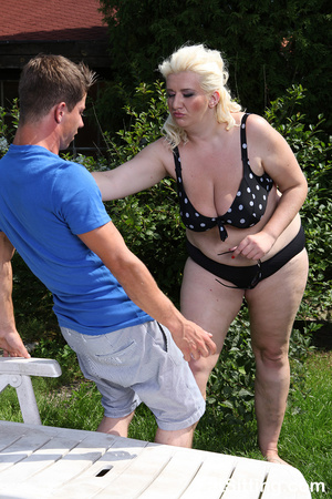 Dirty blonde fatty pressing guy's face w - Picture 3