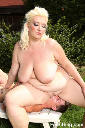 Dirty blonde fatty pressing guy's face w - Picture 8