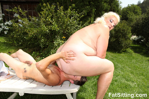 Dirty blonde fatty pressing guy's face w - Picture 9