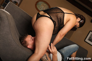 Hot chubby chick in sexy black lingerie  - XXX Dessert - Picture 3