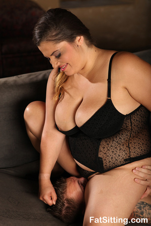 Hot chubby chick in sexy black lingerie  - XXX Dessert - Picture 6