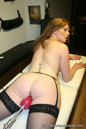 Sexy mom in stockings getting high havin - Picture 7