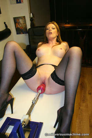 Sexy mom in stockings getting high havin - Picture 10