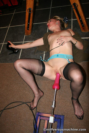 Blonde mom in stockings gets her cooch s - Picture 7