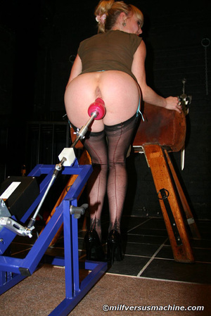 Blonde mom in stockings gets her cooch s - Picture 9