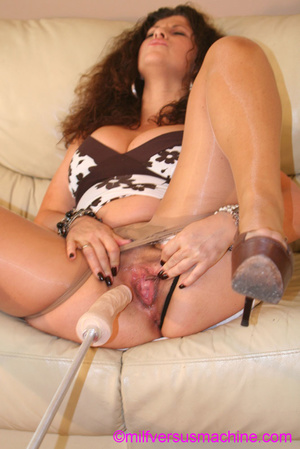 Curly brunette mom in pantyhose stretchi - Picture 2