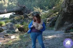 Toni flashing her big tits on a nature h - XXX Dessert - Picture 4