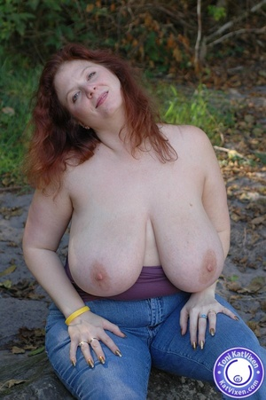 Toni flashing her big tits on a nature h - XXX Dessert - Picture 16