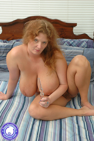 Toni KatVixen playing with her glass toy - XXX Dessert - Picture 2