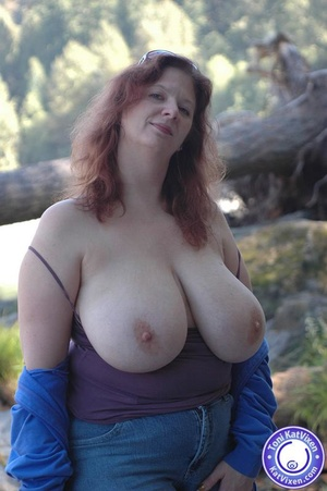 Busty housewife flashes her tits - XXX Dessert - Picture 6