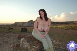 Toni KatVixen has breasts so big her shi - XXX Dessert - Picture 10