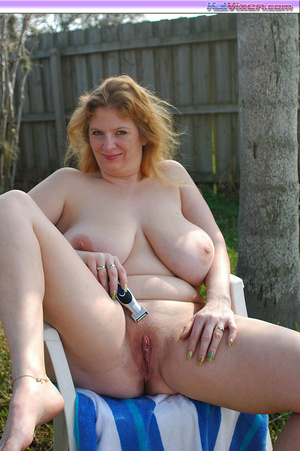 Shaving my pussy outside - XXX Dessert - Picture 1