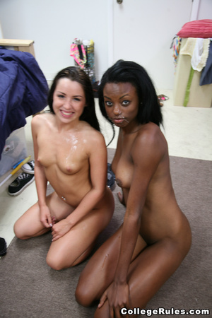 Three nasty college girls having cool le - XXX Dessert - Picture 12