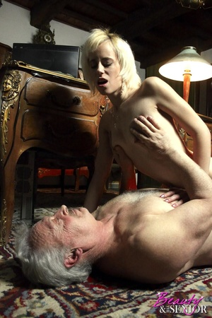 Old boy fucking hard cool sportive blond - XXX Dessert - Picture 4