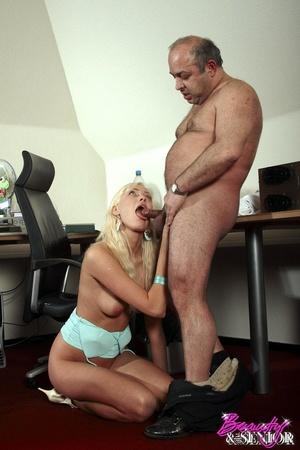 Older fat guy screws his dick into hot b - XXX Dessert - Picture 3