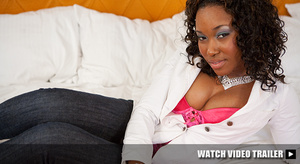 Curly ebony teen in blue jeans shows off - XXX Dessert - Picture 4