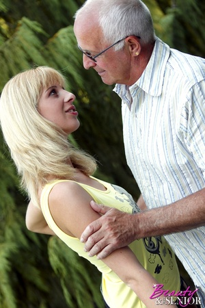 Dirty blonde Nelly seduces old man to di - XXX Dessert - Picture 3