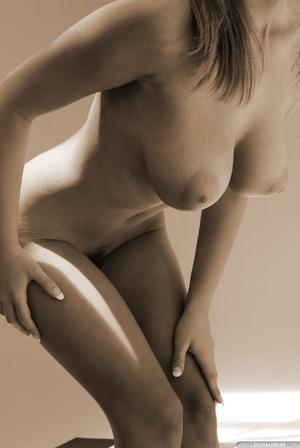 Seductive babe Ginger adores posing nake - XXX Dessert - Picture 4
