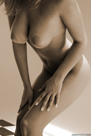 Seductive babe Ginger adores posing nake - XXX Dessert - Picture 5