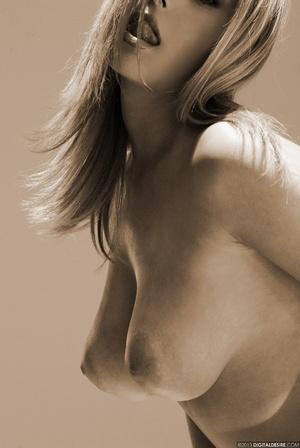 Seductive babe Ginger adores posing nake - XXX Dessert - Picture 8