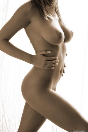 Seductive babe Ginger adores posing nake - XXX Dessert - Picture 11