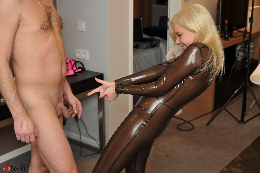 Blonde Slim Chick In Transparent Latex Suit - Xxx Dessert -4999