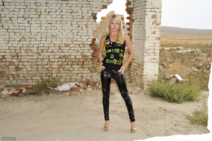 Hot skinny blonde in latex leggings and  - XXX Dessert - Picture 1