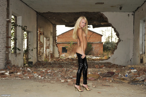 Hot skinny blonde in latex leggings and  - XXX Dessert - Picture 8