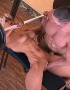 Blonde bitch with big muscles gets her pumped cunt fisted when lifting