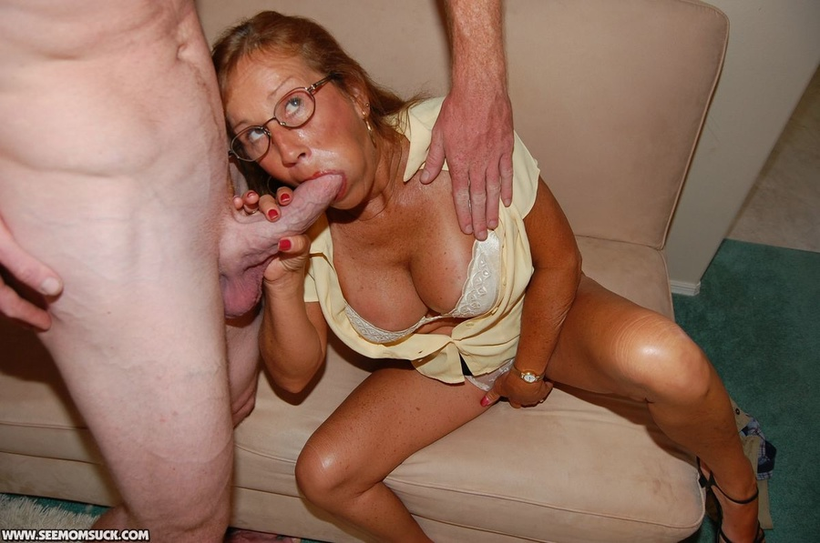 Oral sex with mom