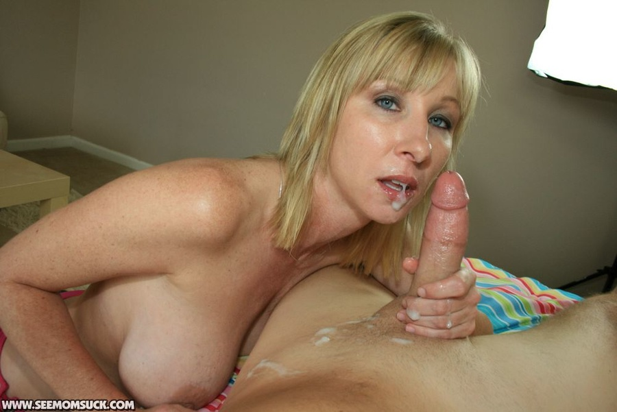 cum swallow Amateur mom