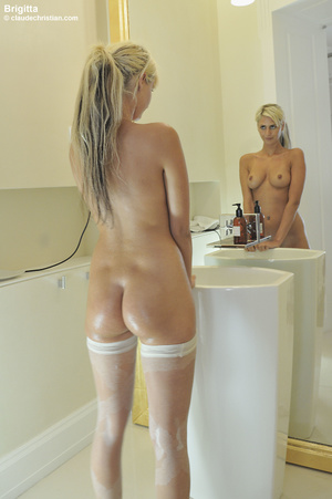 Breathtaking blonde teen with huge boobs - XXX Dessert - Picture 4