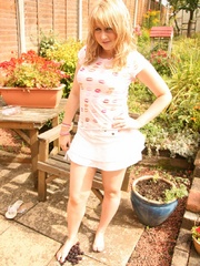 Blonde chubby teen in a lovely dress pressing berries - Picture 4