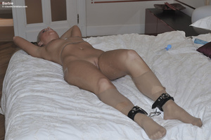 Blonde bitch in torn pantyhose gets ench - XXX Dessert - Picture 2
