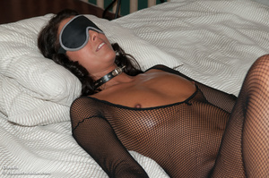 Very hot swarthy chic in a fishnet body  - Picture 4