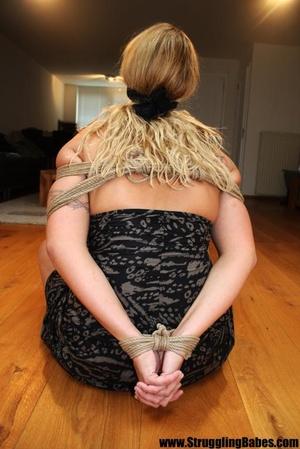 Ponytailed blonde with big boobs struggl - XXX Dessert - Picture 7