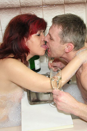 Awesome pics with a family couple seduce - XXX Dessert - Picture 2