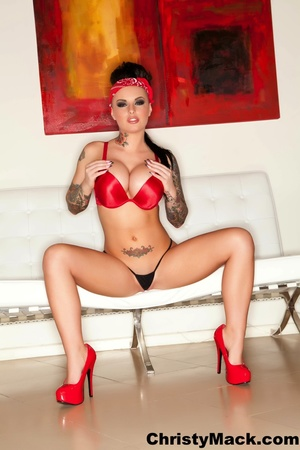 Bodacious brunette chick in a red linger - XXX Dessert - Picture 3