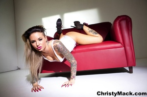 Sexy tattooed babe in a white vest shows - XXX Dessert - Picture 8