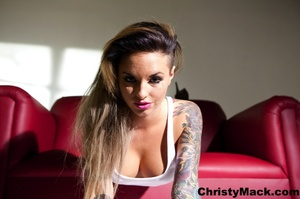 Sexy tattooed babe in a white vest shows - XXX Dessert - Picture 10