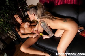 Hot tattooed chick with awesome body pou - XXX Dessert - Picture 16