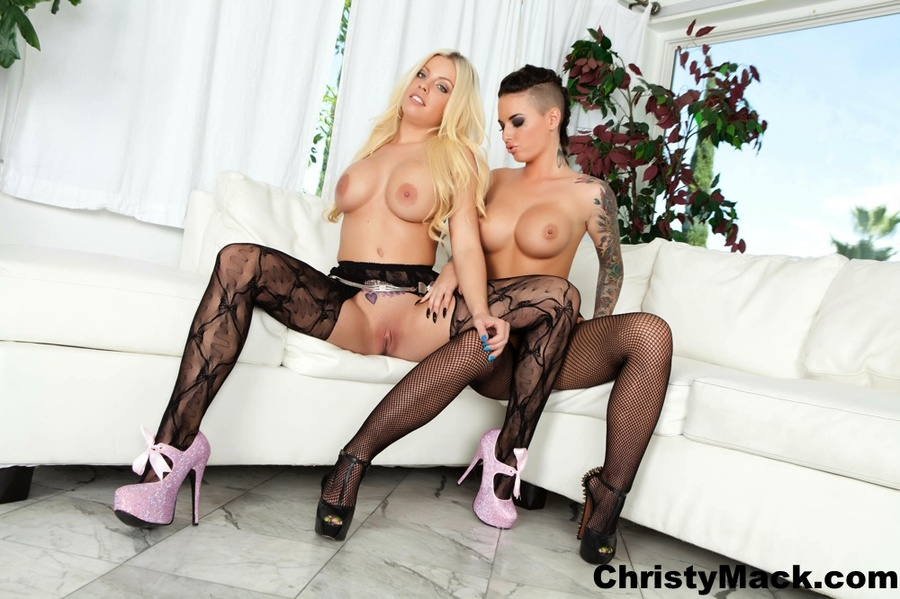 Blonde and brunette dykes in sexy stockings - XXX Dessert - Picture 2