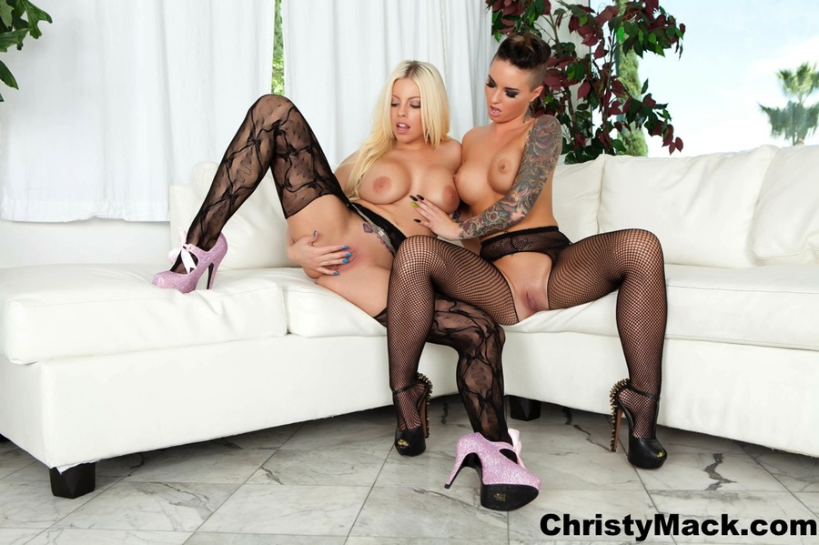 Blonde and brunette dykes in sexy stockings - XXX Dessert - Picture 3