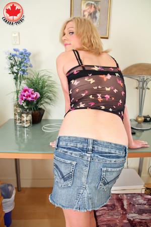 Dirty blonde tranny in a jeans skirt and - XXX Dessert - Picture 4