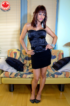 Swarthy shemale in sexy dress takes it o - XXX Dessert - Picture 1