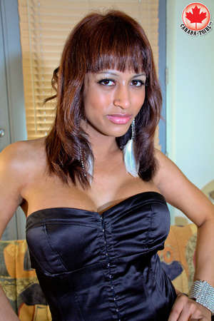 Swarthy shemale in sexy dress takes it o - XXX Dessert - Picture 2