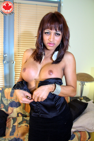 Swarthy shemale in sexy dress takes it o - XXX Dessert - Picture 6